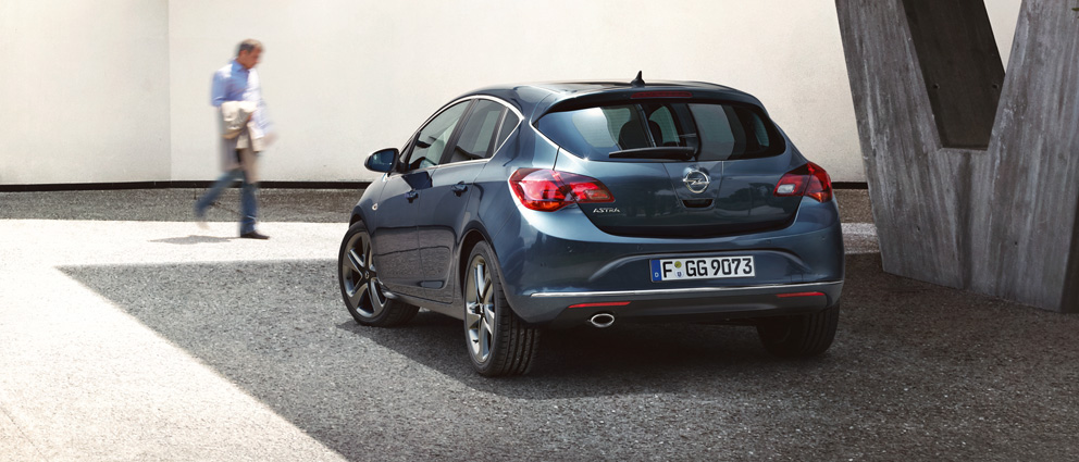 Opel_Astra_Hatchback_Exterior_Design_992x425_as14_e02_091_hb