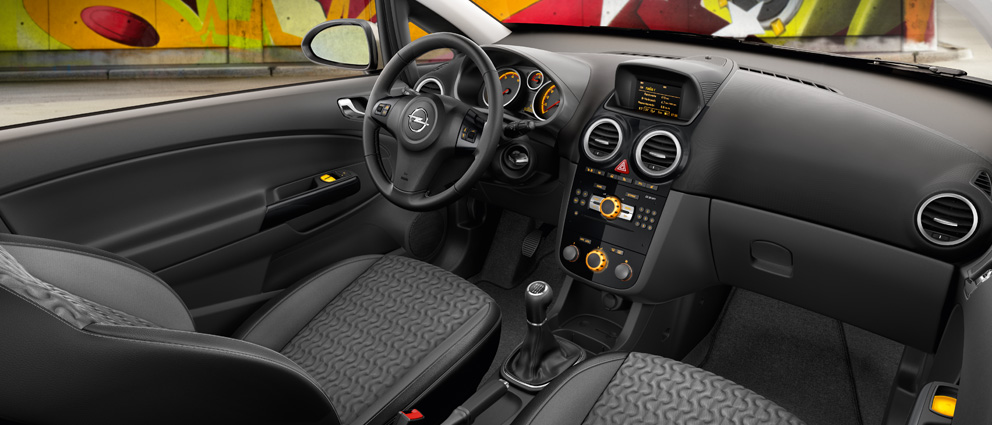 Opel_Corsa_Interior_View_992x425_co14_i05_007